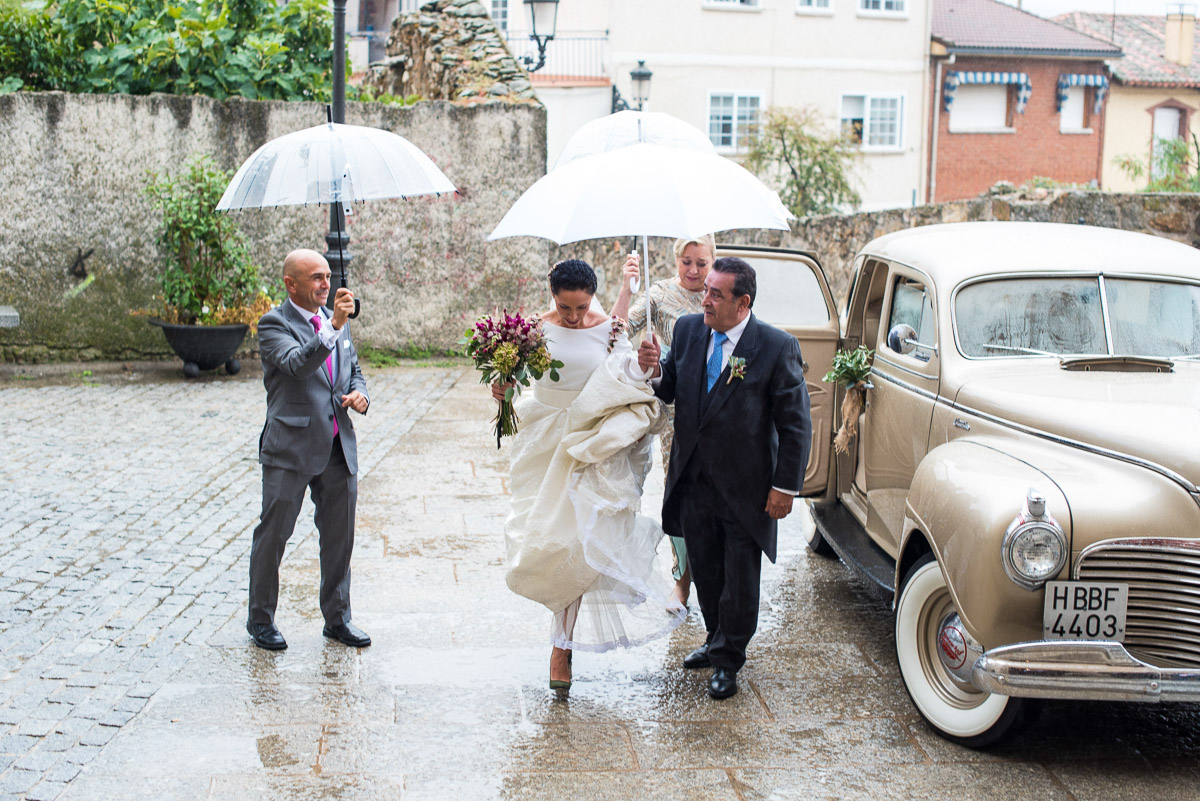 Lluvia-novia-paraguas